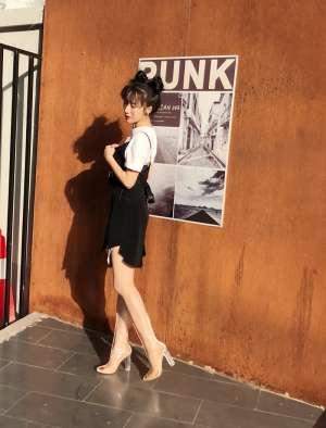 李念最新写真穿透明长筒靴出镜  卓尔灵动彰显青春力